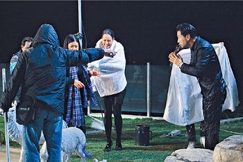 同陳展鵬拍水中咀戲,貝安琪坦言好難忘,因為又凍又攰。