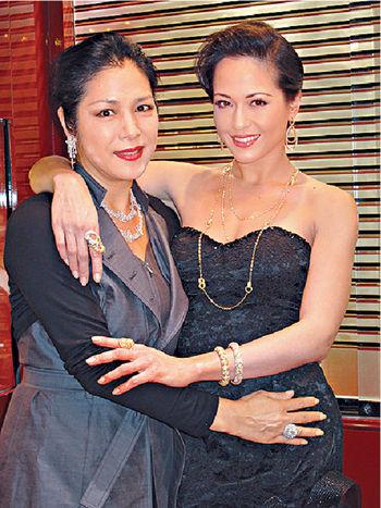 貝安琪同媽媽劉香萍感情好好,貝媽媽在事業上給她不少支持。