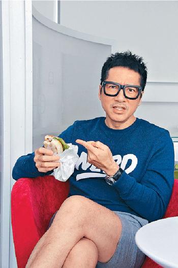 單立文覺得拍劇辛苦,幸好TVB有美味的豬扒包作鼓勵。